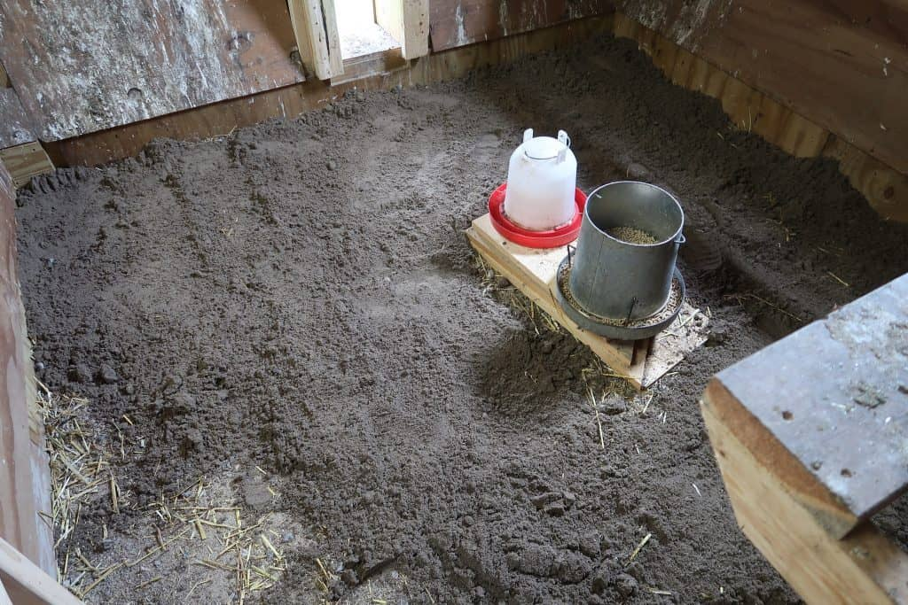 6 Tips To Clean The Chicken Coop in 10 mins or less